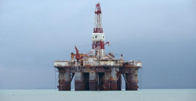 Il petrolio vede un leggero calo