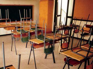 Le scuole non riapriranno il 3 aprile