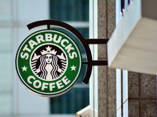 Starbucks boicotta Facebook