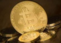 Biden spende soldi che non ha e Bitcoin potrebbe trarne profitto