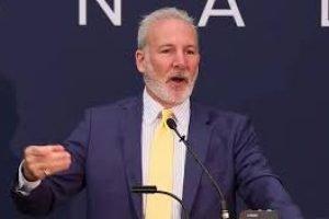 Peter Schiff prevede più ribassi in Bitcoin nonostante la sua recente ripresa